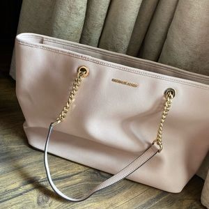 Michael kors travel bag with compartments